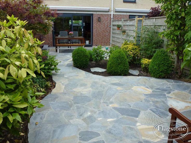 Terras achtertuin voorzien van Blue Plakes Flagstones.