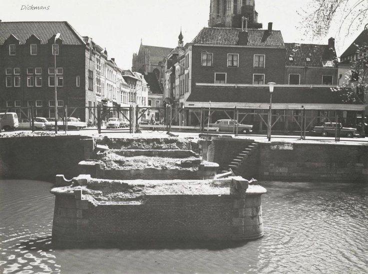 Breda De haven wordt omstreeks 1960 gedempt in verband met de aanleg van een ondergrondse parkeergarage, hier wordt de Hoge Brug gesloopt.