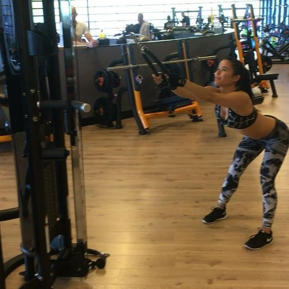 Monday backsession with coach @wesvanstaveren #fitness #video #fitnessvideo #fitfam#fitfamnl #fitdutchies #flex #fit #workout #gym #motivation #girlswholift #girlswithmuscle #ifbb #nike #nikewomen #fitspo #fitspiration #shredded #abs #sixpack #motivationmonday