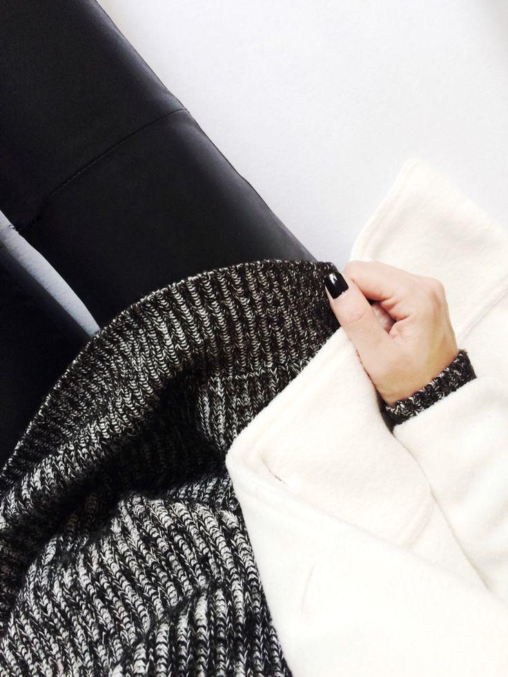 www.styleglobo.wordpress.com #fashionblogger #knit #knitwear #leatherpants #lookbook #blackandwhite #sweater #ootd #streetstyle #streetwear #outfit