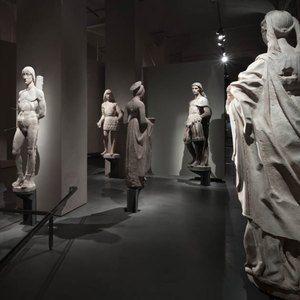 Sistemi espositivi Museofab per allestimenti museali. Basi per statue grandi, Museo del Duomo di Milano
