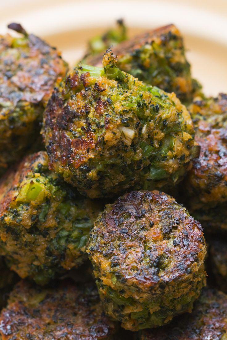 Bolinhos assados de brócolis