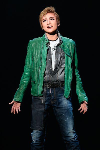 写真:「スターダム」公演から、リアム役の鳳月杏=撮影・岸隆子