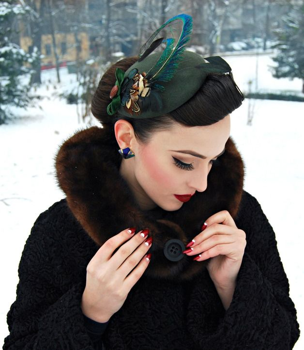 Grüner Kopfschmuck mit hübscher Feder im Vintage-Look / green, vintage head piece with beautiful feather by billies via DaWanda.com