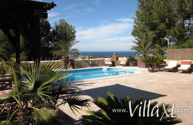 Spanje | Ibiza | Vakantiehuis Can Buda http://www.villaxl.com/nl/vakantiehuis/spanje/ibiza/cala-tarida/can-buda-8-pers_5878.html Deze vakantievilla is geheel ingericht in Balinese stijl en heeft een prachtig uitzicht over de westkust van Ibiza. #ibiza #uitzicht #panorama #summer
