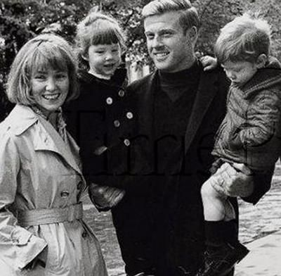 Robert Redford, his wife Lola Van Wagenen and their beautiful children. So lovely!