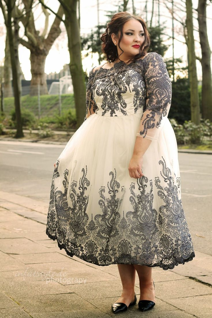 1000 images about curvy beauties on pinterest plus size dresses girl with curves and curves. Black Bedroom Furniture Sets. Home Design Ideas