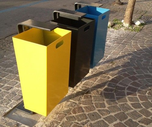 Poubelle design Zeta Cestino 2400, Guyon, mobilier urbain / Urban trash can, Guyon, urban furniture