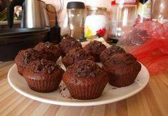 Exkluzivní čokoládové muffiny-vyzkoušené.Místo kefíru kys. smetana s trochou mléka,místo kakaa instantní káva-super.180 °C -větší mufiny cca 20min,malinké 15 min.
