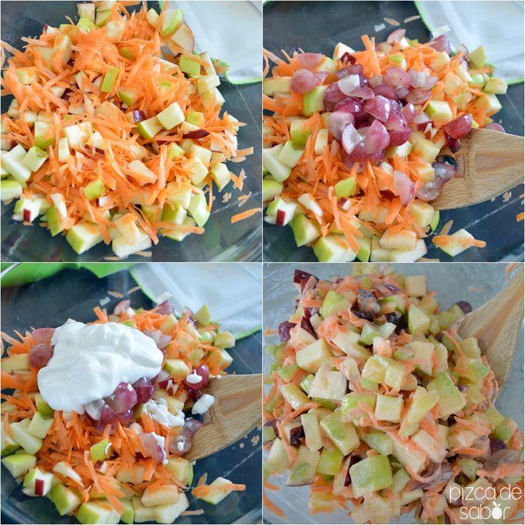 La versión ligera y saludable de la clásica ensalada navideña de manzana.Manzana verde, manzana roja, piña, zanahoria, apio, uvas y nuez.