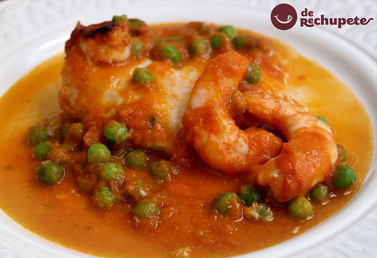 Cómo preparar merluza con unos langostinos al horno en salsa de tomate. Un plato muy sabroso, sano y ligero, de rechupete. Perfecto para el día a día y una ocasión especial.