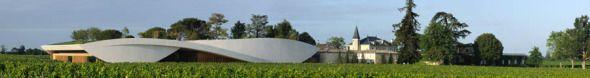 """Una nueva mirada funcionalista: cálida, elegante y lúdica.  """"Las bodegas de Château Cheval Blanc, diseñadas por el arquitecto Christian de Portzamparc plantean una nueva forma de arquitectura funcionalista, que cumple con las necesidades para la que fue hecha, que evita las formas de elementos superfluos, pero que de ninguna manera deja a un lado la estética, con soluciones cálidas, elegantes y lúdicas de una gran poética."""" (Sab, 15 Sep 2012)"""