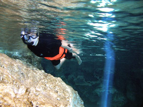Si usted está buscando nuevas emociones - snorkel en el cenote de Aktun-Chen le dará una experiencia impresionante! http://aktun-chen.com/es/underwaterriver-item