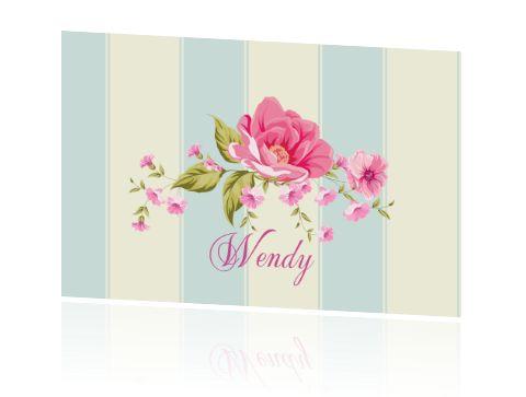 Naamkaartjes voor een diner om op tafel te zetten. Stijlvolle kaarten bij een etentje of diner met roze rozen of bloemen.