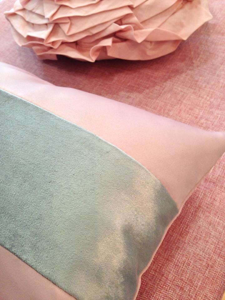 No encuentras la colcha que te gusta ?  Imagínala y la tendrás ! Fátima ha querido combinar texturas diferentes en lugar de estampaciones ( satén , terciopelo planchado y semihilo con el diseño que nos pidió ) Os gusta?