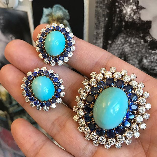 Fine Jewels Friday: a perfect little set of #VintageJewelry , a #brooch and earclips by @vancleefarpels in turquoise, diamonds and sapphires. Comes up @sothebys sale of #FineJewels on December 9 in #NYC #VCA #thebroochisback