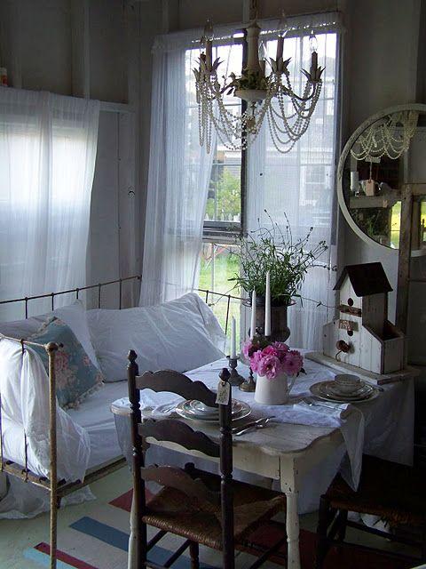 Oltre 25 fantastiche idee su divano antico su pinterest for Cottage molto piccoli