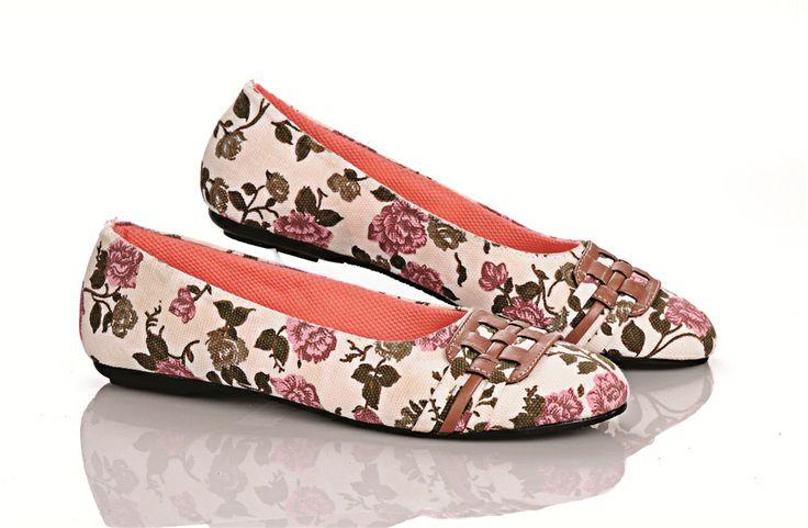 sepatu batik..