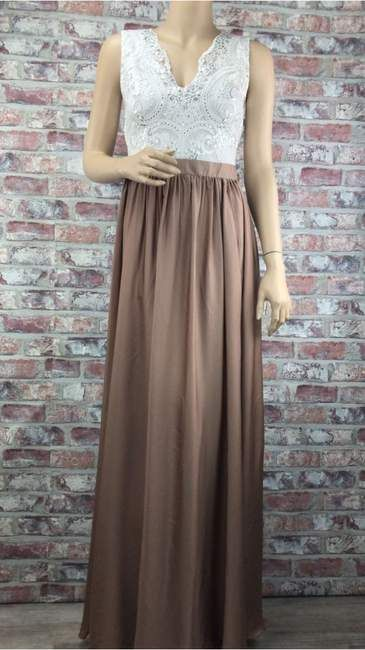Dlhé bežovo hnedé spoločenské šaty s véčkovým výstrihom  7ecde4be46e