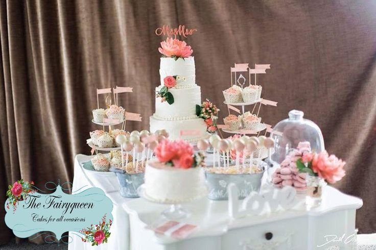 Vintage Buttercream Cakes with fresh coral flowers, Cupcakes & Cakepops