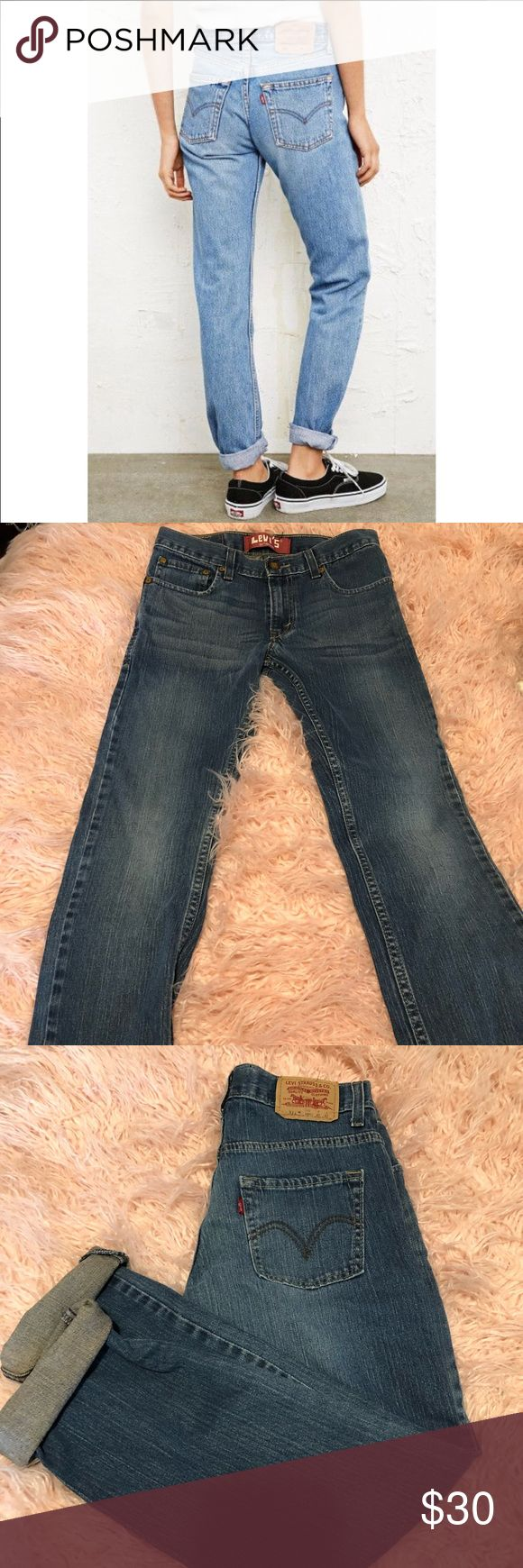 "Levi 511 Skinny Fit Jeans Levi Strauss 511 skinny fit jeans in excellent condition.  Waist 27""  Length 27"" Levi's Jeans Skinny"