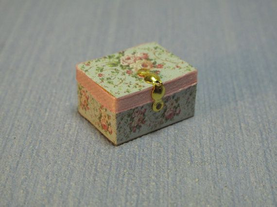 Gaël Miniature decorative box handmade lady  sewing by Gaelatelier