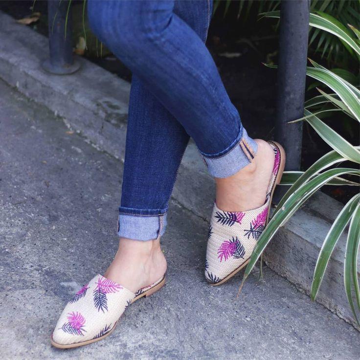 Estamos en modo vacaciones  y los MULES son el mejor complemento para estos días.  #OrigenAlCalzar #OrigenShoes #Origen #Cucuta #Cúcuta #Zapatos #Plataformas #Baletas #Tenis #Shoes #Style #gold  #InstaShoes #Colombia #Bogota #Medellin #Heels #Bolsos #Carteras #Purse #Bags #Leather #Bloggers #Mules #FashionBlog #OOTD #FashionBloggers #Moda