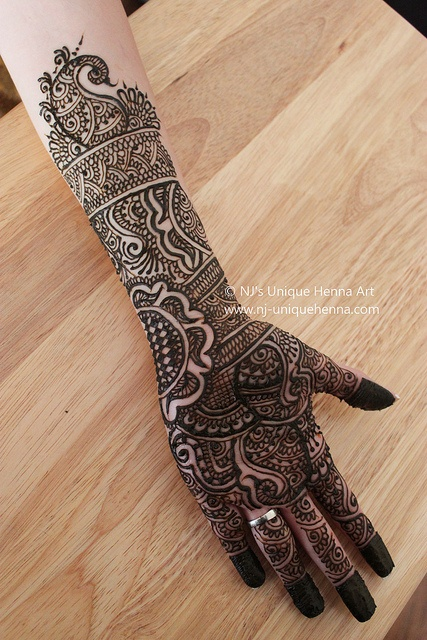 The loveliest design I have ever seen..Would love to get this done for my wedding!