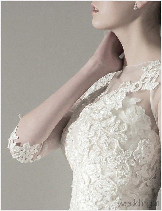마음을 사로잡는 미니멀리즘! 가장 간결한 라인 속에 매혹적인 화려함을 더한 엔조최재훈만의 베스트 컬렉션을 선보인다.The Best of Fascinating Minimalism, designed by Enzo Choi Jae Hoon 2015 S/S NEW DRESS GOLD LABEL -2웨딩드레스 엔조최재훈(02 544 1272 www.choijaehoon.co.kr) ㅣ 헤어&메이크업 라뷰티코아(헤어`|`성아, 메이크업`|`규리 02 544 4131) ㅣ 모델 가브리엘라 ㅣ 담당에디터 주혜선 …