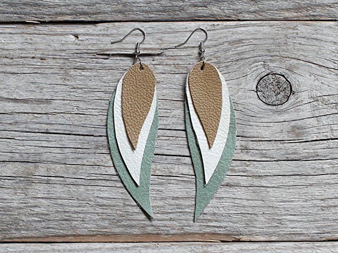Green, white and beige Feather Leather Earrings #handmade #etsy #jewelry #katrinshine #jewellery #earrings #tribal #boho #bohemian #indian #bohochic #feather #dangle #leather