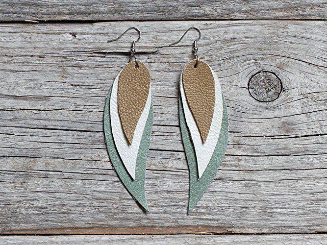Green, white and beige Feather Leather Earrings #handmade #etsy #jewelry #katrinshine #jewellery #earrings #tribal #boho #bohemian #indian #bohochic #feather #dangle #leather