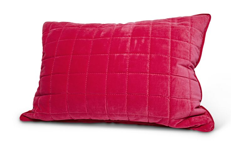 The new florence design hotel pillows are there: in hot pink, light blue, beige and grey!