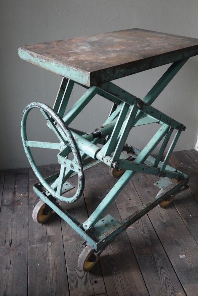 Ancienne table elevatrice datelier console ou table basse patine dorigine