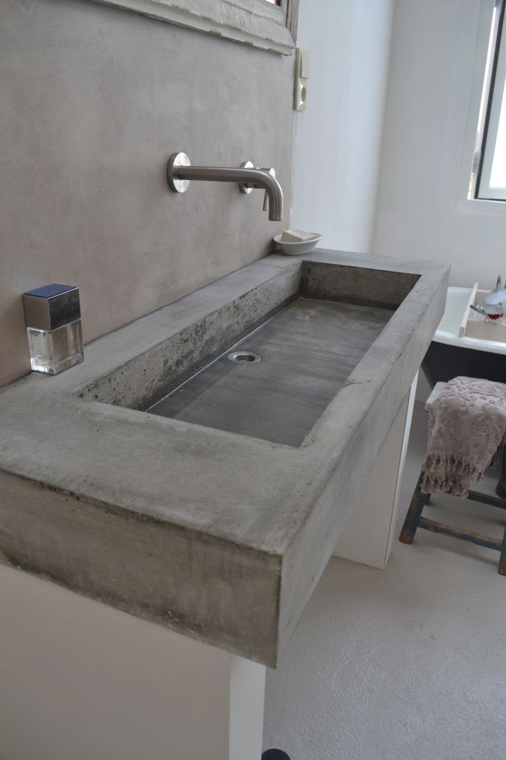 zelf gemaakt wasbak van beton. Cedante.nl voor vragen