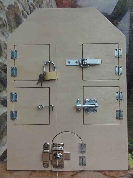 Maison des serrures... à faire dans des cardes pour un système d'ouverture à la fois