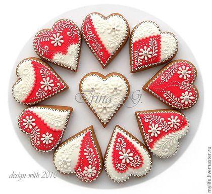 Купить или заказать Пряники-сердечки красно-белые в интернет-магазине на Ярмарке Мастеров. Расписные медовые пряники-сердечки. Предлагаю разнообразное оформление. .............................................................................................. Все прянички заботливо изготовлены мной вручную из натуральных продуктов без каких-либо искусственных консервантов. Тесто вкусное, в его состав входят сахар, маргарин сливочный, мёд 100% гречишный, яйцо куриное, мука, пряности –…