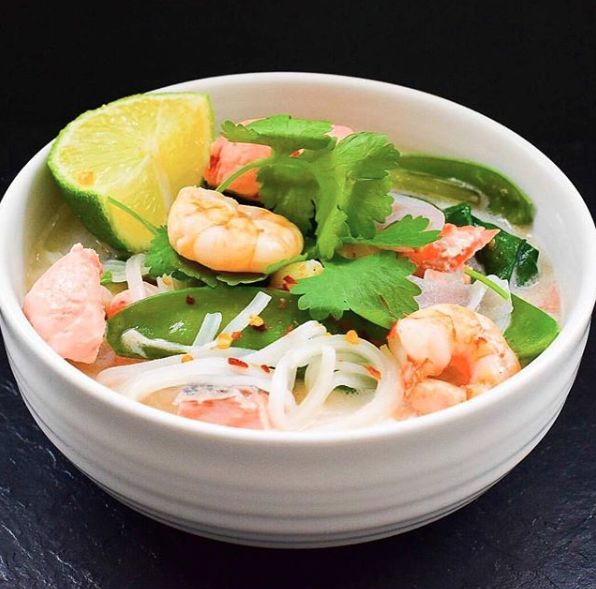 Thai seafood soup. What's better on a cold day? Beautiful flavours, warming and the prawns are packed full of protein and zinc which is important for supporting the immune system. Definitely needed at this time of year 💥