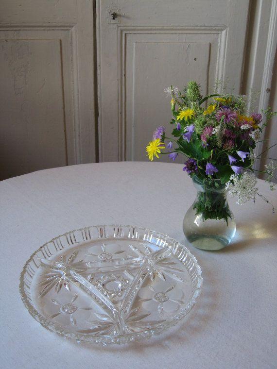Plat à compartiments pour apéritif en verre ciselé / Plateau relish snack divisé…