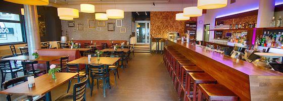 Das Quasimodo in Berlin ist eine abwechslungsreiche Location bestehend aus dem Snack or Dine Restaurant modo, der wunderschönen Terrasse mit Blick auf den Delphi-Filmpalast und dem exklusiven Musik-Klub, der sich unterhalb des Restaurants befindet.