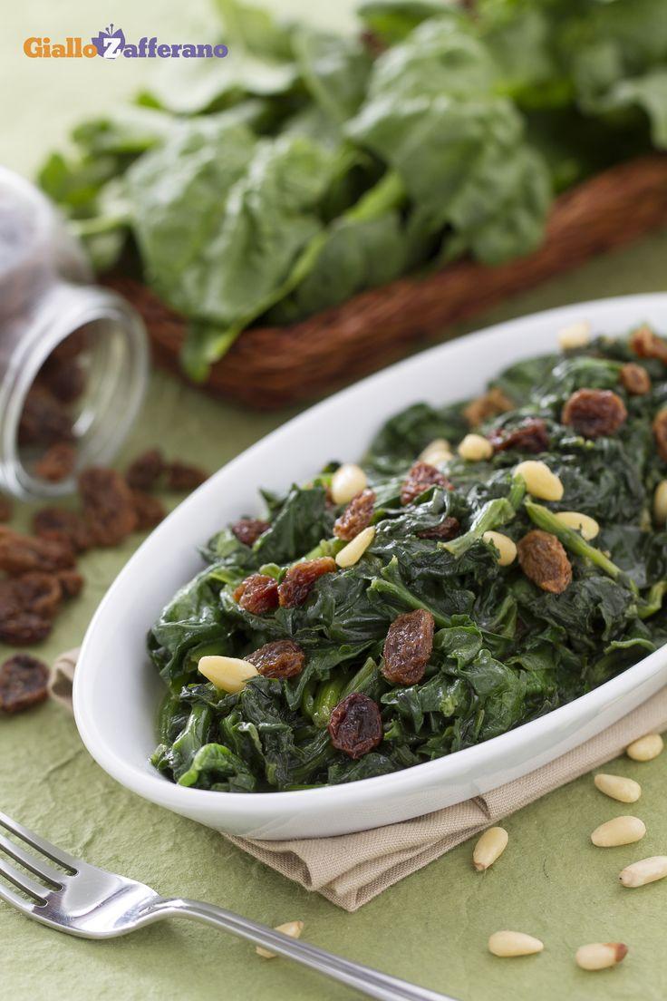 Gli spinaci alla romana (spinach with raisins and pine nuts) sono una #ricetta…