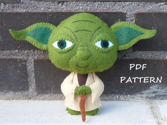 PDF sewing pattern to make a felt Yoda 4.9 inches tall (12,5 cm).