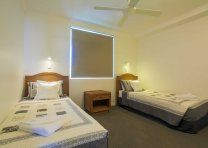 Noosa Quays - 2 Single Beds - Noosa Townhouse Accommodation