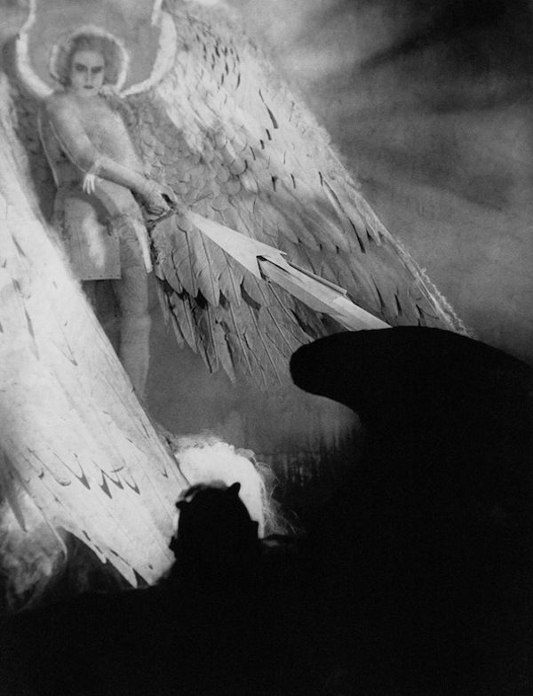 Werner Fuetterer as the Archangel and Emil Jannings as the Devil in Faust – Eine deutsche Volkssage, 1926, directed by F. W. Murnau