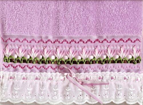 Bordado com Amor: Toalha bordada a fita lilas flores
