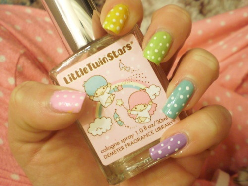 Polka dot nails, so pretty for a summer day