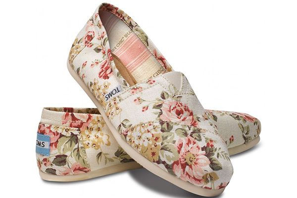 Floral TOMS perfect for the summer