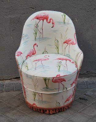 Descalzadora tapizada con flamencos rosas