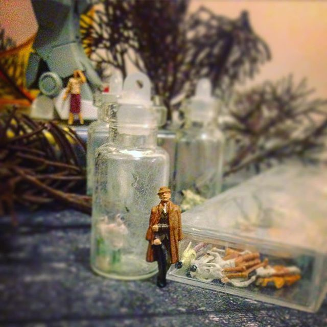 Searching for you.. #lost #find #finding #searching #search #weird #weirdworld #world #sherlock #holmes #sherlockholmes #land #weirdland #place #weirdplace #miniture #photography #photo #bottleart #bottleworld #diorama #bottleland #bottlediorama #artinabottle #tinybottle #sceneinabottle