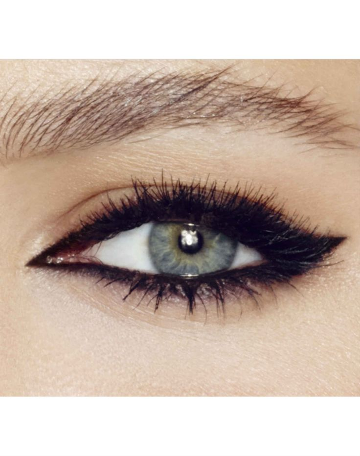 Love liner on top and bottom with a slight wing for elongation // Charlotte Tilbury
