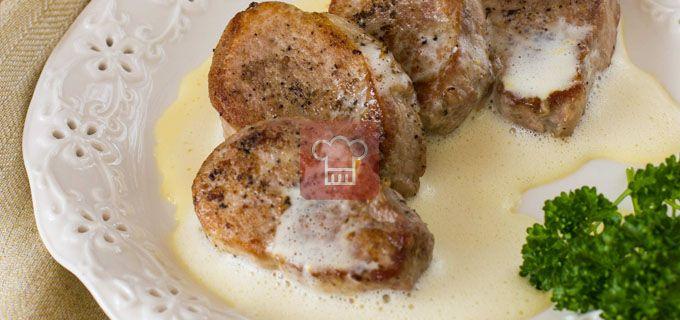 Свиные медальоны с апельсиново-желтковым соусом | Кулинарный журнал Stay Delicious